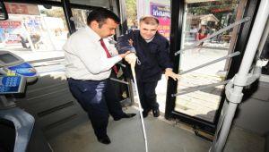 İzmir, toplu taşımada engel tanımıyor